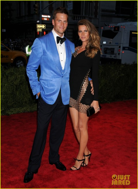 gisele-bundchen-tom-brady-met-ball-2013-red-carpet-05